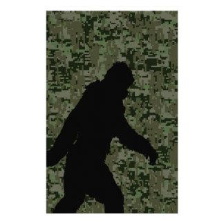 """Squatchin ido para en el camuflaje verde oliva de folleto 5.5"""" x 8.5"""""""