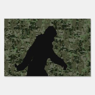 Squatchin ido para en el camuflaje verde oliva de letrero