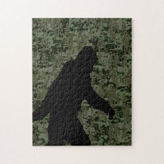Squatchin ido para en el camuflaje verde oliva de puzzle