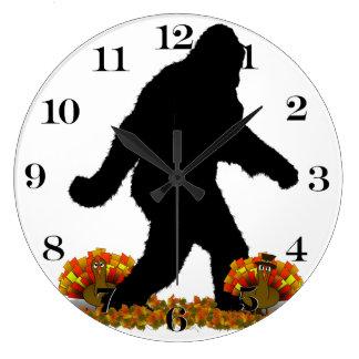 Squatchin ido para la acción de gracias Turquía Reloj Redondo Grande