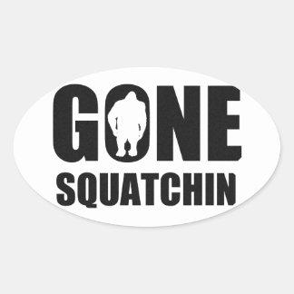 Squatchin ido calcomania ovalada