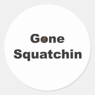 Squatchin ido que busca al cazador de Bobo Sasquat Pegatina Redonda