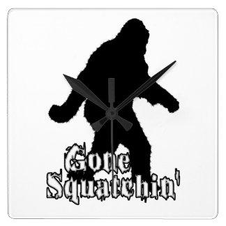 Squatchin ido reloj cuadrado