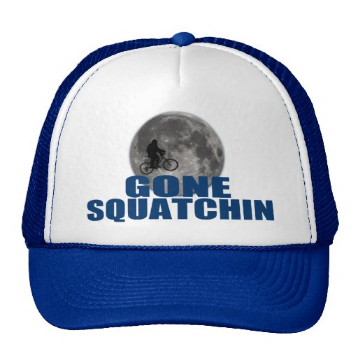 Squatchin ido Sasquatch en la bici con el gorra de