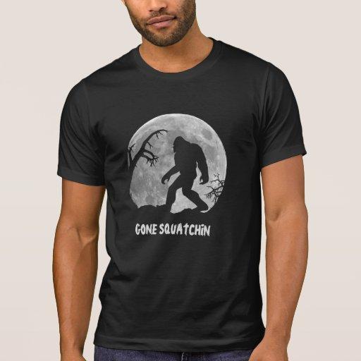 Squatchin ido, silueta del sasquatch con la luna camiseta
