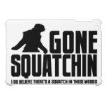Squatchin ido Squatch en estas maderas iPad Mini Carcasa