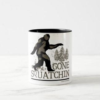 Squatchin ido taza de dos tonos