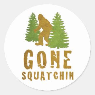 Squatchin ido (vintage) pegatina redonda