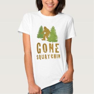 Squatchin ido (vintage) remeras