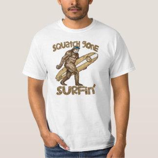 ¿Squatchin? Squatch ido a practicar surf la Playera