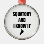 Squatchy y yo lo sabemos ornamento de navidad