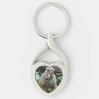 squirrel-monkey-29.jpg llavero plateado en forma de corazón