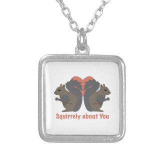 Squirrely sobre usted pendientes personalizados