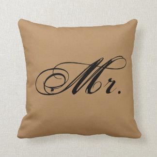 """""""Sr."""" almohada de tiro del acento (Brown)"""