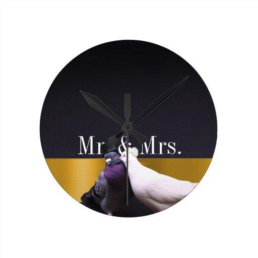 Sr. con clase y señora Love Birds del negro y del  Reloj Redondo Mediano