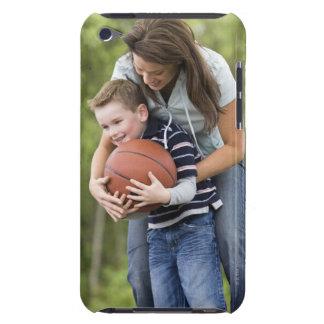 SR. madre (edad 26) que juega a baloncesto con el  Barely There iPod Funda