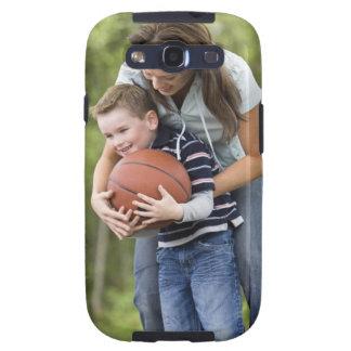 SR. madre (edad 26) que juega a baloncesto con el  Galaxy S3 Cobertura