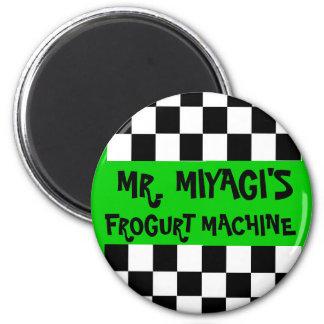 Sr. Miyagis Frogurt Machine Magnet Imán Redondo 5 Cm