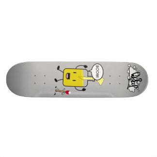 Sr. Molotov y amigo Skate Board
