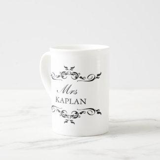 Sr. o señora elegante estilo romántico del ornamen taza de china