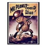 Sr. Peanut Goes To War Tarjeta Postal