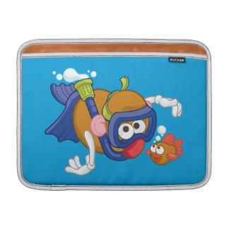 Sr. Potato Head Swimming Funda Macbook Air