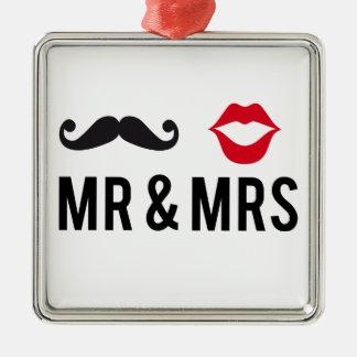 Sr. y señora, bigote y labios rojos adorno cuadrado plateado