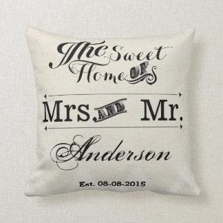 Sr. y señora boda de la tipografía del vintage cojin