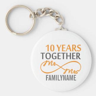 Sr. y señora de encargo 10mo aniversario llavero redondo tipo pin