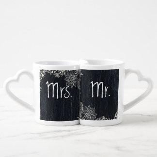 Sr. y señora de la pizarra de la tipografía del taza para enamorados
