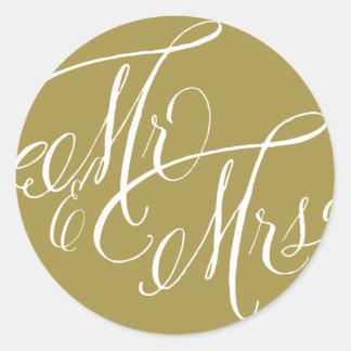 Sr. y señora Elegant Script Wedding Sticker del Pegatina Redonda