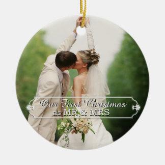 Sr. y señora First Christmas Holiday Ornament de Adorno Navideño Redondo De Cerámica
