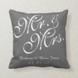 Sr. y señora grises y blancos Wedding Pillow