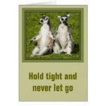 Sr. y señora Lemur - sosténgase firmemente y nunca Tarjeta De Felicitación