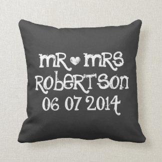 Sr. y señora lindos almohadas de tiro del boda de