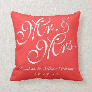 Sr y señora rojos coralinos Wedding Pillow