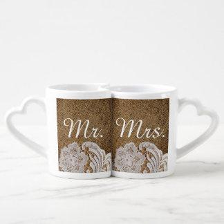 Sr. y señora rústicos del cordón de la arpillera tazas para parejas