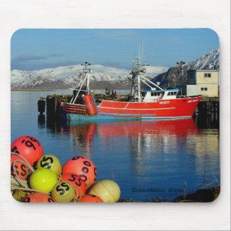 Srta Berdie pescando el barco rastreador en puer Tapetes De Ratones