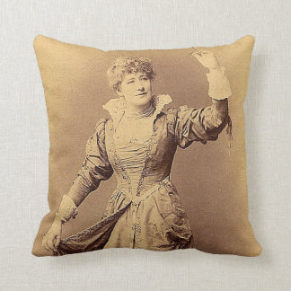 Srta. Ellen Terry como Beatriz Cojín Decorativo