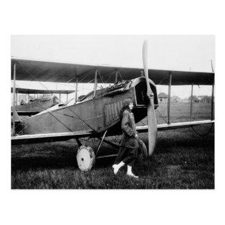 Srta. Katherine Stinson y su avión de Curtiss Postal