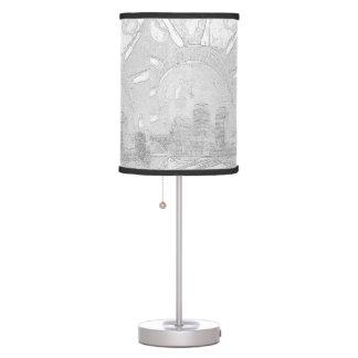 Srta Liberty que vigila Nueva York la lámpara