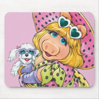 Srta. Piggy Holding Puppy Tapete De Ratón