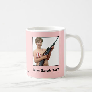 ¿Srta. Sarah Yet? Taza Básica Blanca