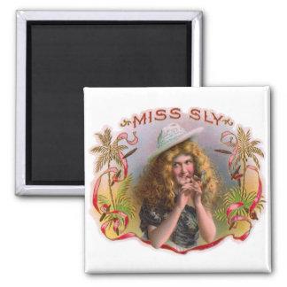 Srta. Sly Cigars de la etiqueta de la caja de Imán Cuadrado