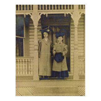 Srtas. Day y Zarfos, león rojo, Pennsylvania c1902 Postal