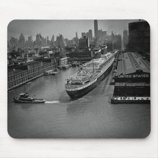 SS United States at Pier in New York City Mouse Pad