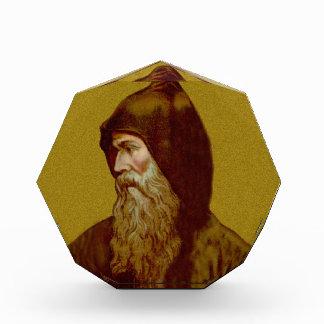 St. Cyril el pisapapeles o el acrílico del monje