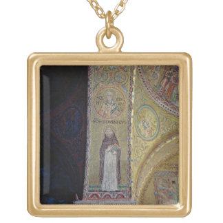 St Dominic y San Nicolás, mosaico en el atrio Collar Dorado