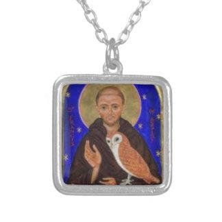 St Francis con el regalo del búho, regalo francisc Colgante Cuadrado