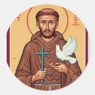 St Francis que sostiene el regalo de la cruz y de Pegatina Redonda